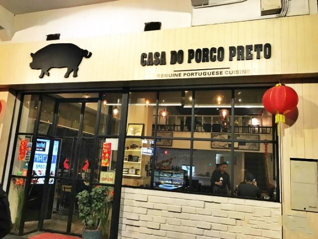 Casa do Porco Preto by Galveense